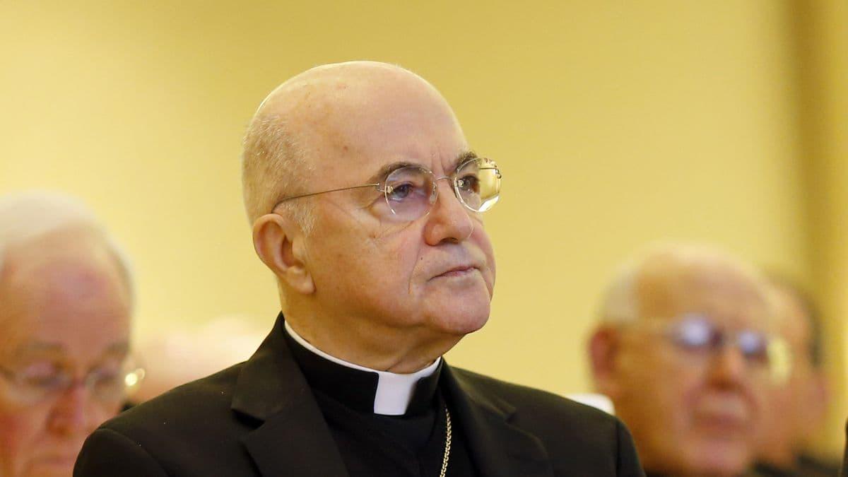 Verschwörungen des Vatikans und Trumpisten prangern ein Bündnis zwischen Papst und Biden an, um die Macht in den USA zu übernehm